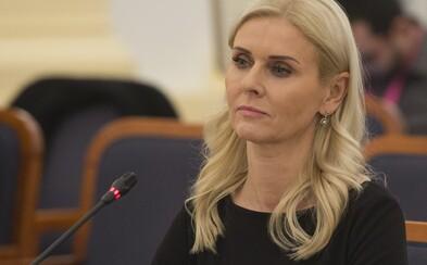 Monika Jankovská odstupuje z funkcie kvôli podozreniam z komunikácie s Kočnerom. Údajne si vymenili viac ako 1000 správ