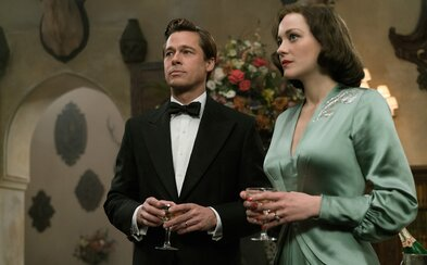 Může být láska dvou špionů z nepřátelských stran skutečná? Brad Pitt a Marion Cotillard to ve snímku Allied zjistí už zanedlouho