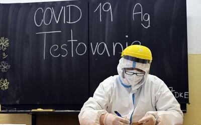 Možno potrvá viac ako 10 rokov, kým ľudstvo dostane koronavírus pod kontrolu, obávajú sa vedci