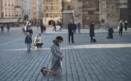 Mše na Staroměstském náměstí se zúčastnilo několik desítek lidí