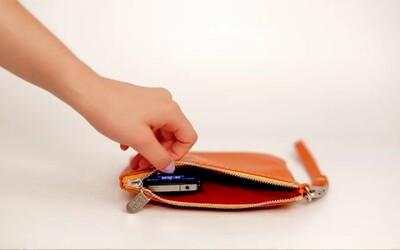 Multifunkční doplněk, který udrží váš telefon nabitý po více než 48 hodin