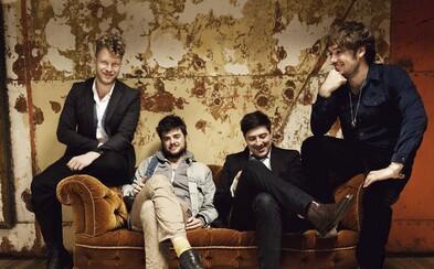 Mumford & Sons predstavili nový svižný singel plný gitár The Wolf