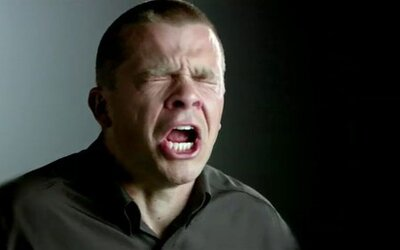 Muž chcel zadržať kýchanie, roztrhal si pritom hrdlo. Snaha zastaviť tento reflex nemusí vždy dopadnúť dobre