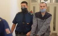 Muž dostal za krádež koblih a čokolád 26 měsíců natvrdo. Kradl během nouzového stavu