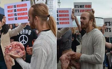 Muž jedl syrovou hlavu prasete přímo před vegany. Protestoval proti veganskému festivalu
