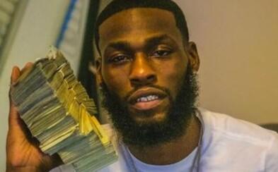 Muž kradol peniaze priamo z bankového trezoru. Potom s nimi pózoval na Facebooku a Instagrame