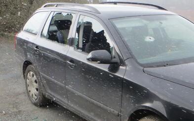 Muž na Brněnsku poničil sousedovo auto kladivem. To mu ale nepatřilo