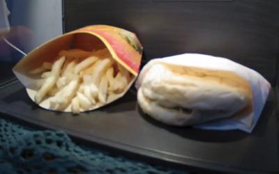Muž na Islande naživo streamuje záber na 10-ročné menu z McDonald's. Aj po dekáde sa stále podobá na čerstvé jedlo