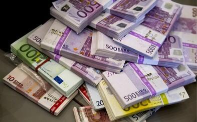 Muž našiel v skrini z bazáru 95 000 €, ale peniaze rýchlo vrátil. Mal strach, že sa zaplietol s mafiou
