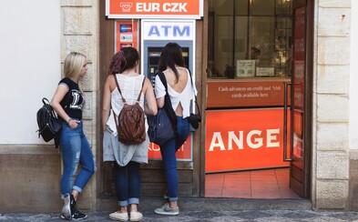 Muž prepadol ženu pri bankomate. Keď zbadal zostatok na jej účte, všetky peniaze radšej vrátil