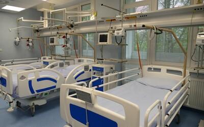 Muž s rakovinou sa v prešovskej nemocnici nakazil koronavírusom od iného pacienta. Nemocnica tvrdí, že testy robili včas