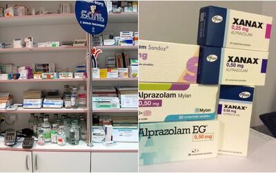 Muž sa v Prievidzi vlámal do lekárne, zhltol 90 Xanaxov a zaspal. Policajti po príchode veľa roboty nemali