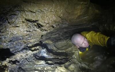 Muž sa zasekol v jaskyni: horor pre klaustrofobikov
