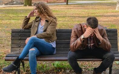 Muž si chce do pronajatého bytu vodit přítelkyně, manželka ale s jinými spát nesmí. Zvláštní návrh přišel jen krátce po porodu