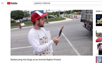 Muž si rozložil gril hned naproti protestu za práva zvířat. Protestujícím nabízel párky a stěžoval si, že mu kazí grilovačku