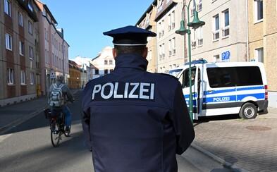 Muž si v berlínskom parku odrezal penis a zahodil ho. Polícia po stratenom úde stále pátra