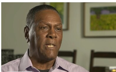 Muž strávil vo väzení 46 rokov za vraždu, ktorú nespáchal. Odklepli mu 1,5 milióna dolárov ako kompenzáciu