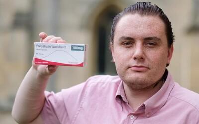Muž tvrdí, že ho tabletky na tlmenie bolesti zmenili na gaya. Keď ich Scott požíva, túži po pozornosti mužov