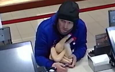 Muž ukradol z reštaurácie obrovskú nádobu na sprepitné, pomohol si gumeným kurčaťom