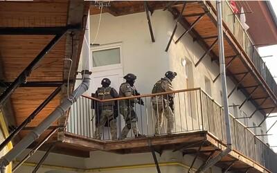 Muž v Brně držel rukojmí, vyhrožoval jejich zabitím