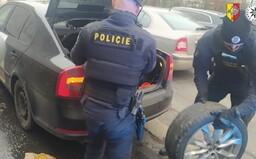 Muž v Praze řídil přes zákaz řízení. Aby policii zmátl, nahlásil jiné jméno, které však mělo zákazy čtyři