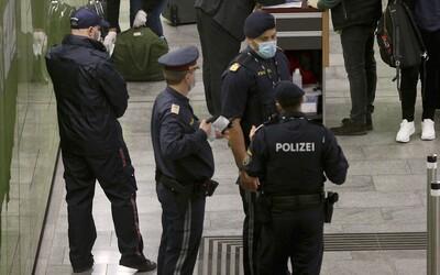 Muž vo Viedni vstal z lavičky a uľavil si pred policajtmi. Tí mu dali pokutu 500 €