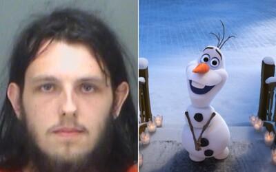 Muž vošiel do obchodu a sexoval s plyšovým Olafom z rozprávky Frozen. Zatkla ho polícia