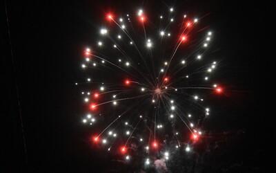 Muž z Brna na své porušování omezení pohybu upozorňoval ohňostrojem