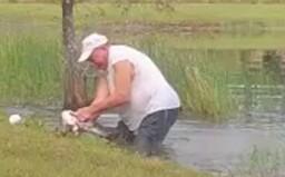 Muž z Floridy zachránil šteňa z tlamy krokodíla. Skočil do vody a psa vlastnými rukami vyslobodil
