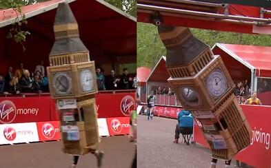 Muž zaběhl celý londýnský maraton jako Big Ben, ale přes cílovou pásku proběhnout nemohl. Zasekl se před ní