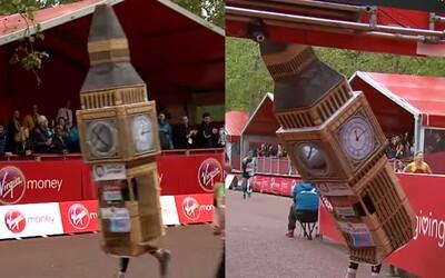 Muž zabehol celý londýnsky maratón ako Big Ben, ale cez cieľovú pásku prebehnúť nemohol. Zasekol sa priamo pred ňou