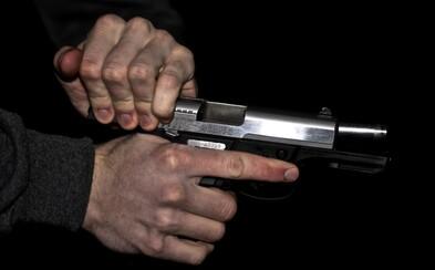 Muž zastřelil 17letou snoubenku, která držela jejich ročního syna. Otci dítěte prý vadilo, že se o něj příliš starala