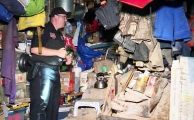 Muža podozrivého z incestu a sexuálneho zneužívania detí našli v bunkri, ktorý poháňal solárnou energiou
