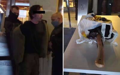 Muži, který nakráčel se sekerou do slovenského parlamentu, hrozí 8 let. Měl u sebe papírky se jmény poslanců