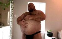 Muži platí na OnlyFans za to, aby přibíral. Denně sním 10 000 kalorií, někdy je to tvrdý boj, říká