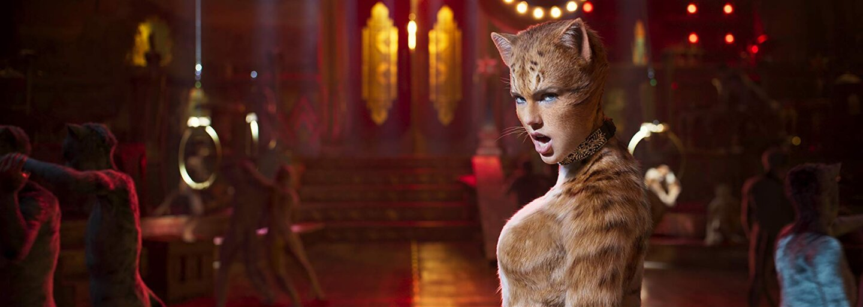 Muzikál Cats pôsobí ako CGI pohroma s podivnými výrazmi hercov, ktorí stvárňujú mačky