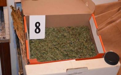 Mužovi z Galanty hrozí 15 rokov vo väzení za držanie minimálne 834 jednorazových dávok marihuany