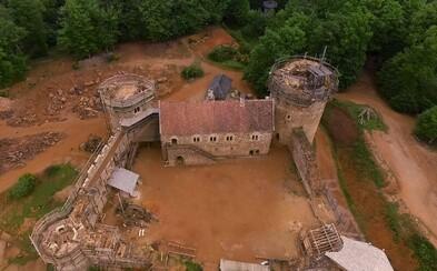 Myslíš si, že v 21. storočí sa hrady už nestavajú? Francúzsky príbeh hradu Guédelon ťa vyvedie z omylu