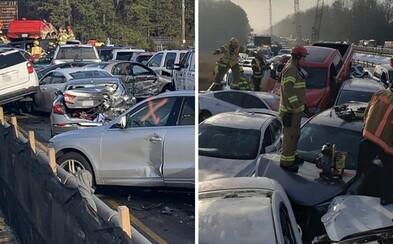 Na americké dálnici se srazilo 69 aut. Příčinou byla mlha a led na vozovce