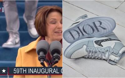 Na Bidenovu inauguráciu si obul limitované tenisky Dior x Air Jordan 1 a ovládol tým internet. Kto bol záhadný hypebeast?