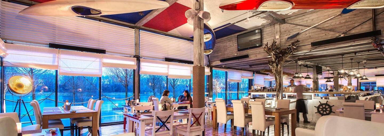 Na brehu Dunaja sa ti ponúka chuť prímorska. V tejto reštaurácii ťa obslúžia priamo v námorníckych uniformách