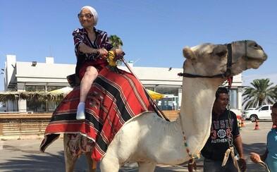 Na cestování není nikdy pozdě. 89letá ruská babička začala ve velkém poznávat svět v pokročilém věku
