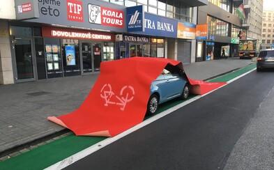 Na cyklotrase sa neparkuje! Vodič v Bratislave dostal tvrdú lekciu, ktorú si navždy zapamätá