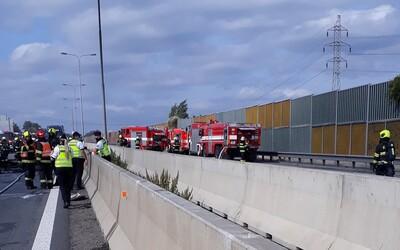 Na dálnici D1 došlo k hromadné nehodě, na místě jsou tři mrtví