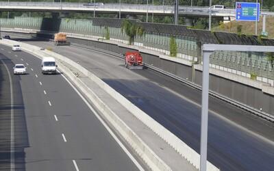 Na diaľnici v Bratislave budeš môcť jazdiť rýchlosťou až 130 km/h. Štát spúšťa systém inteligentných diaľnic