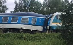 Na Domažlicku se srazily dva vlaky. Tři lidé přišli o život, na místě jsou čtyři těžce zranění