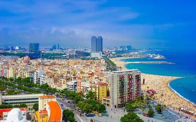 Na dovolené ve Španělsku tě nově čeká karanténa na 14 dní. Vláda nařídila izolaci i turistům