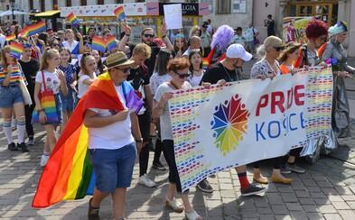 Na dúhovom pochode v Košiciach sa zúčastnilo 700 ľudí, pochodovali aj prívrženci extrémistickej strany