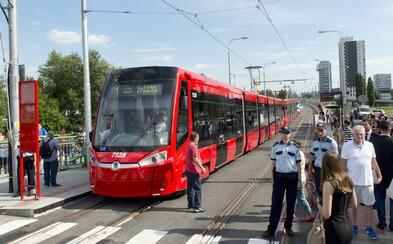 Na električkovej trati v Bratislave v sobotu večer zomrel muž. Po krvácaní z hlavy ho nedokázali zachrániť