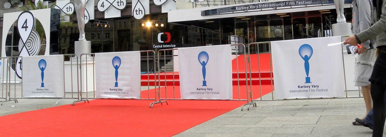 Na filmovom festivale v Karlových Varoch sa striedali známe tváre z celého sveta. Celebritné róby na seba nenechali dlho čakať